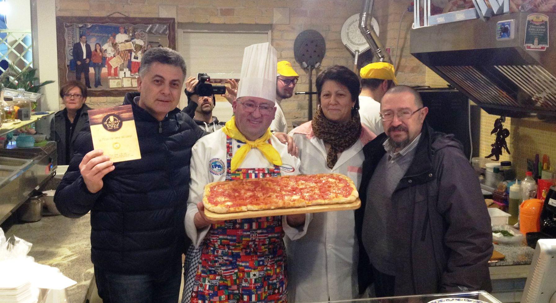 Nicola salvatore grande successo all inaugurazione della - Gemelli diversi pizzeria milano ...