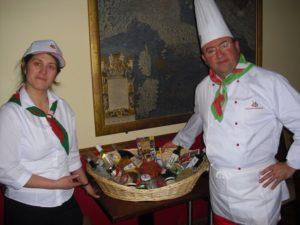 Cesto Tipicità Abruzzo in Irlanda + Nicola Salvatore e Cameriera