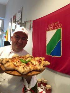 Io con Pizza Stella d'Abruzzo + bandiera Regione Abruzzo