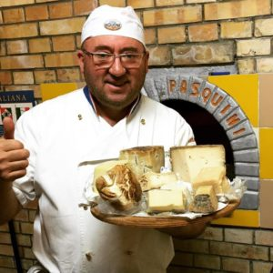 io-con-alcuni-formaggi-de-la-fattpria-del-nonno